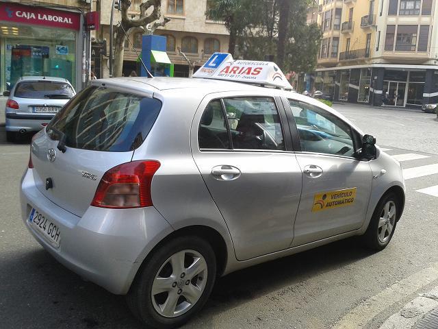 Vehículo cambio automático Autoescuela Arias Zamora
