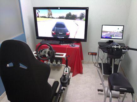 Simuladores de coche y moto en Autoescuela Arias